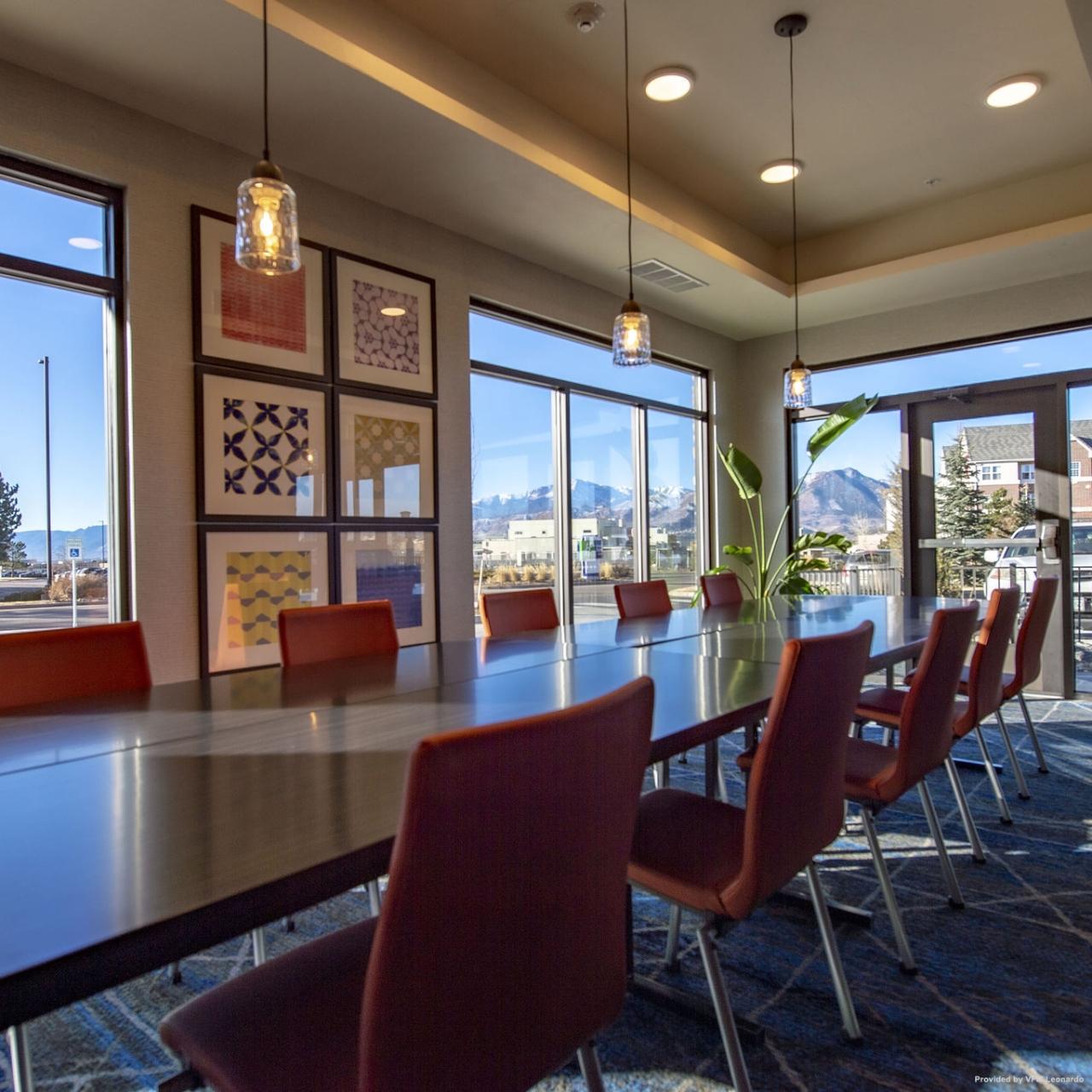 Holiday Inn Express Suites Colorado Springs Afa Northgate In Colorado Springs Colorado Hrs